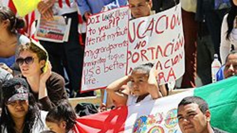 Ley SB1070 puede afectar psicológicamente a los adolescentes hispanos 16...