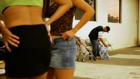 Redada policial contra la prostitución en Pomona, California.