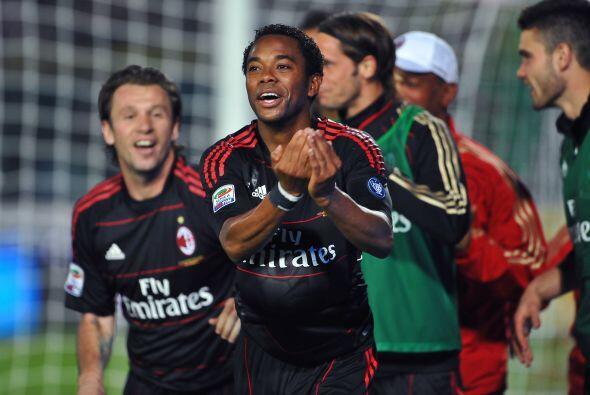 La felicidad de Robinho y todo el Milan luego del gol de la victoria.