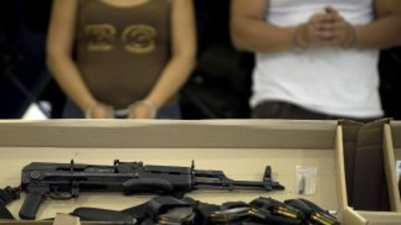 Un cateo en un bar dejó decenas de detenidos y cientos de dosis de droga...