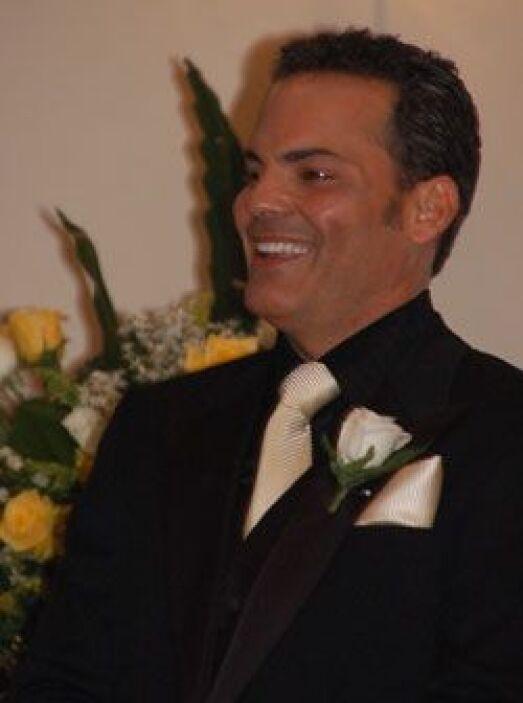 Cuando Michael vio entrar a Lourdes Stephen con vestido de novia al saló...