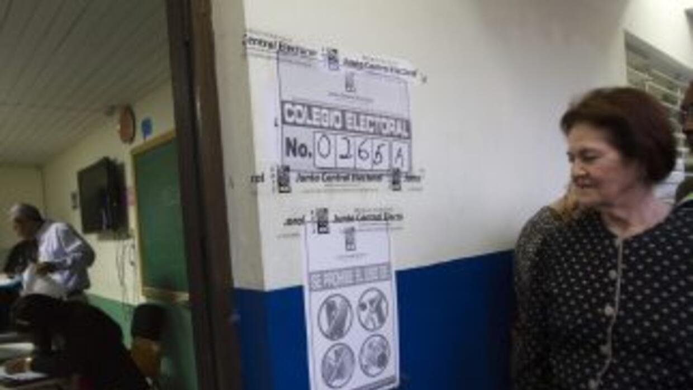 Dominicanos dentro y fuera de sus fronteras, eligen al próximo president...