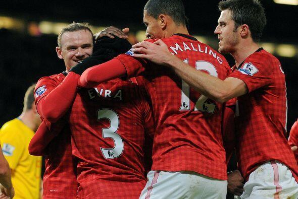 Y el mismo Rooney puso el 2-1 al 27', marcador que ya no cambiaría y le...