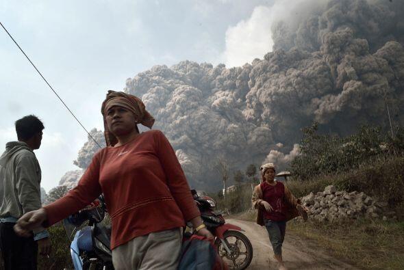 Más de 25 mil personas han tenido que ser evacuadas en torno al volcán.