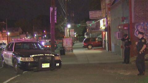 Investigan tiroteo policial que deja a un civil y tres agentes herido en...