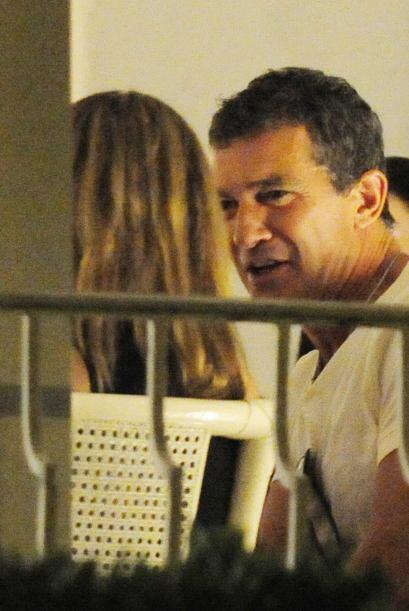 El actor español se vio muy bien acompañado de una rubia q...