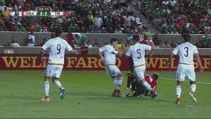 Joevin Jones cae en el área después de gran jugada y abre la polémica