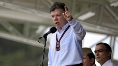 El presidente de Colombia, Juan Manuel Santos, ordenó arreciar el combat...