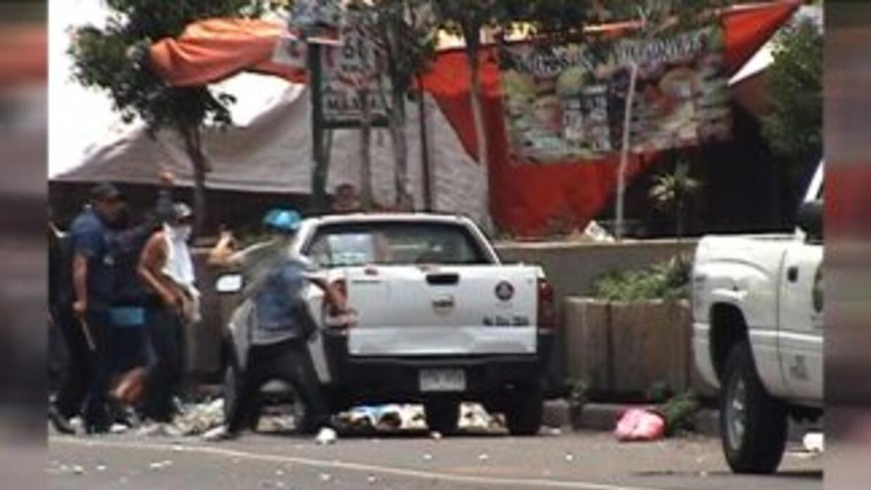 Por la tarde se corrió el rumor de supuestas balaceras y ataques de grup...