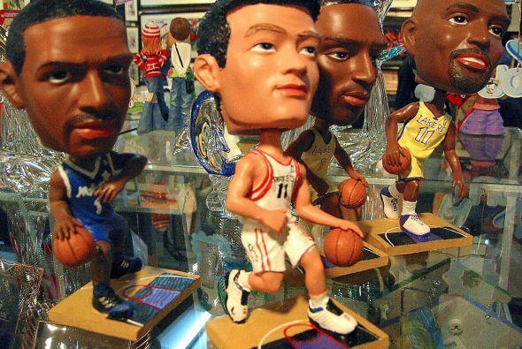 Todo tipo de souvenirs con la imagen de Yao eran ganancias millonarias p...