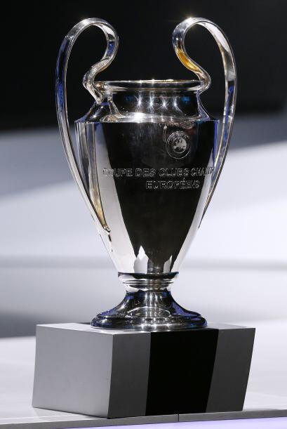 Además la UEFA homenajeó al Real Madrid por sus 10 t&iacut...