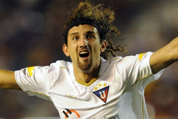 Hernán Barcos, argentino pero muy famoso en Ecuador, figura en carpeta y...