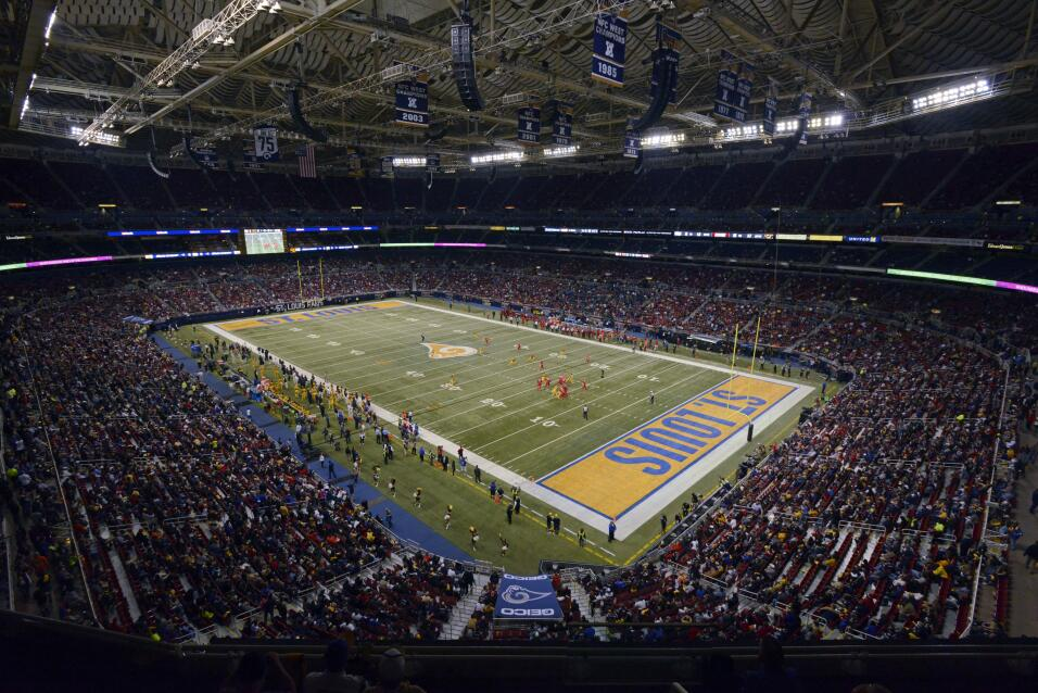 Los Tampa Bay Buccaneers visitaron a los St. Louis Rams en el arranque d...