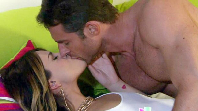 Aunque Nikki está a punto de casarse, en su corazón hay otro interés...