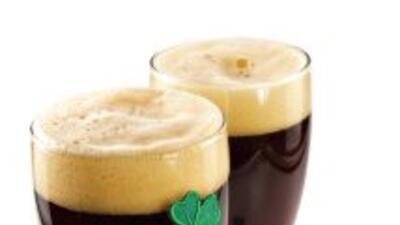 La tradicional cerveza negra no falta en ningún bar irlandés. La famosa...