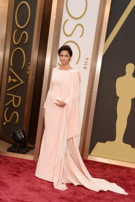 Camila Alves lució como toda una diosa con ese vestido. El color 'nude'...