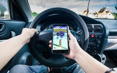 Llueven las multas de tránsito por la fiebre de Pokémon Go