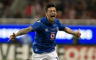 Cruz Azul derrotó 2-0 a Chivas como visitante