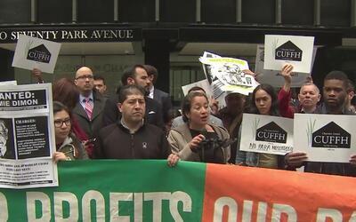 Funcionarios electos e inmigrantes protestaron en contra de las empresas...