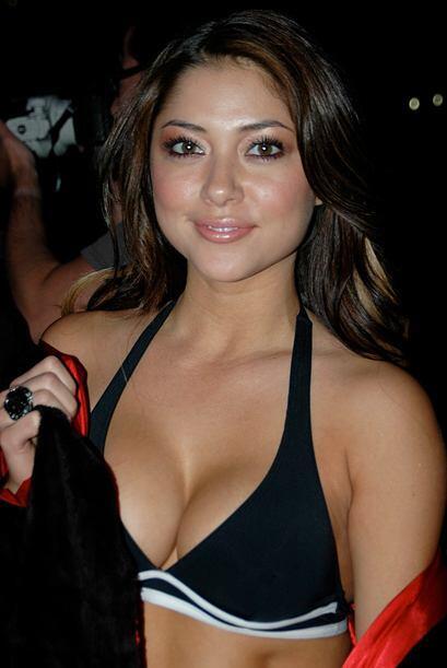 Arianny es la chica latina de la UFC.