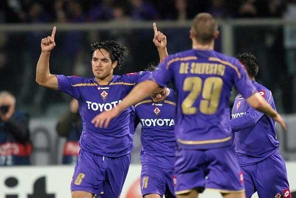 La Fiorentina le ganó 1-0 al Olimpique de Lyon, resultado que eli...