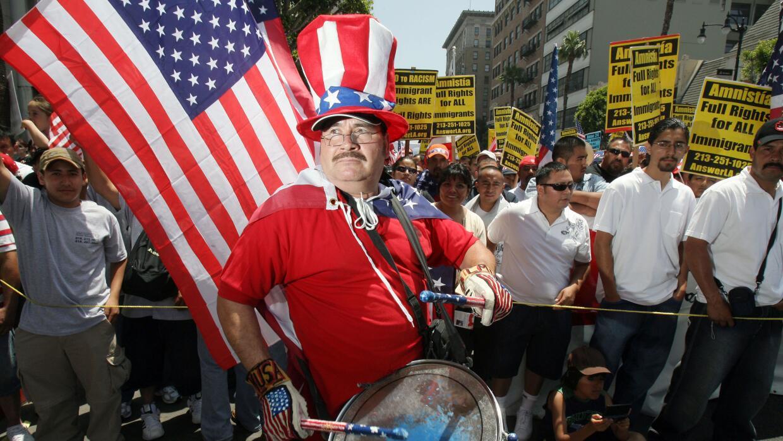 Al menos 11 millones de indocumentados en Estados Unidos aguardan una op...
