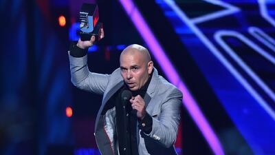Pitbull le manda polémico mensaje a Donald Trump