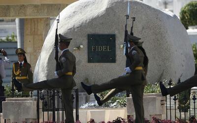 Le dieron el último adiós a Fidel Castro en el Cementerio de Santa Ifige...