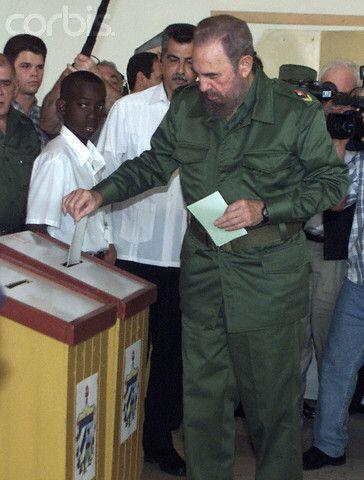 Fidel Castro con su nieto Fidel Antonio Castro Smirnov. Fidel Antonio es...