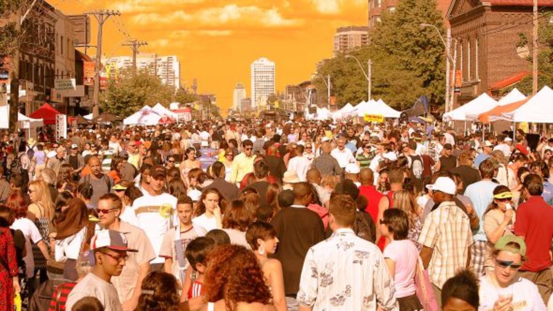 Cientos de personas se agolpan a las calles, para disfrutar de este fest...