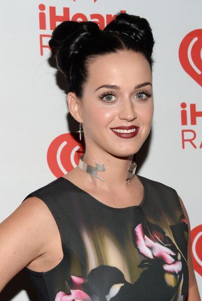 Katy Perry le apuesta a las cruces y accesorios y deja centrar la atenci...