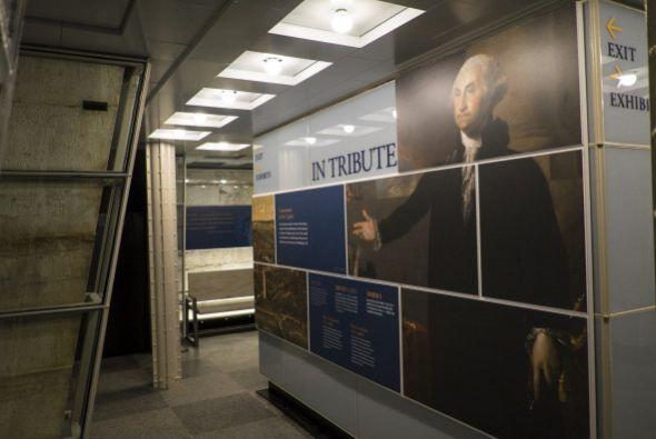 Ahora se han instalado nuevas exhibiciones y los visitantes una vez más...