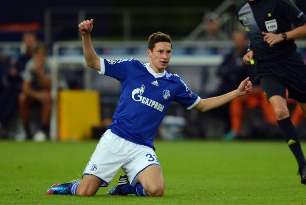 Un alemán aparece directamente del Schalke 04, Julian Draxler.