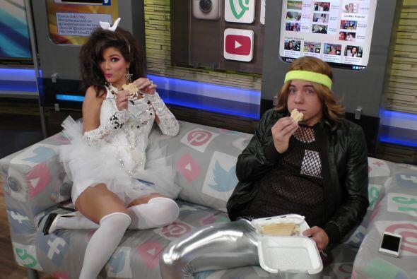 ¡Los cachamos! Ana y Will no dejaron de comer durante los comerciales.