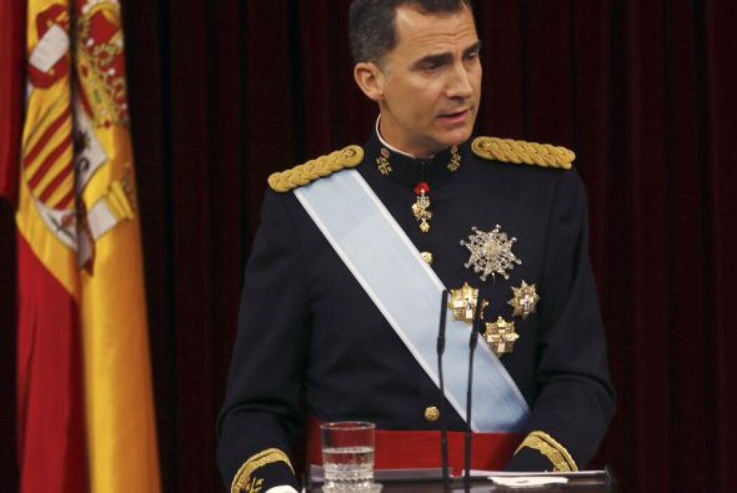A continuación Felipe VI empezó el discurso inaugural de su reinado.