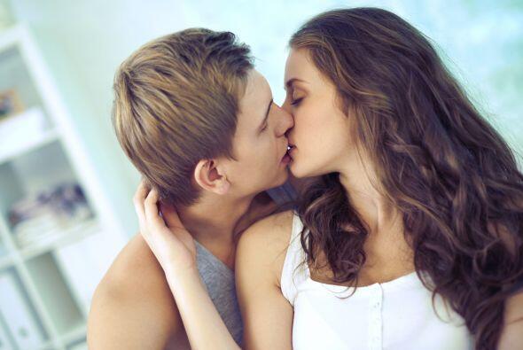 Besos: Los besos elevan tu autoestima. Al besar a una persona, tu cerebr...