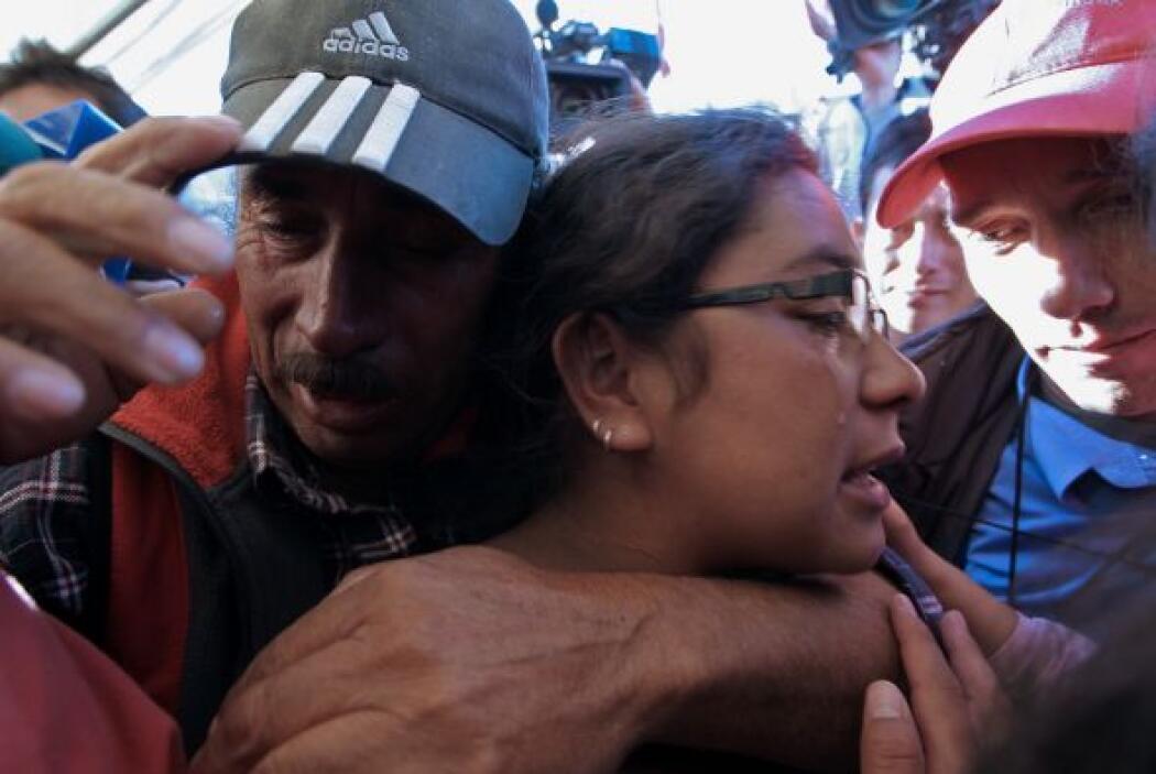 Su padre, Alfonso y demás familiares lo esperaron en la superficie para...