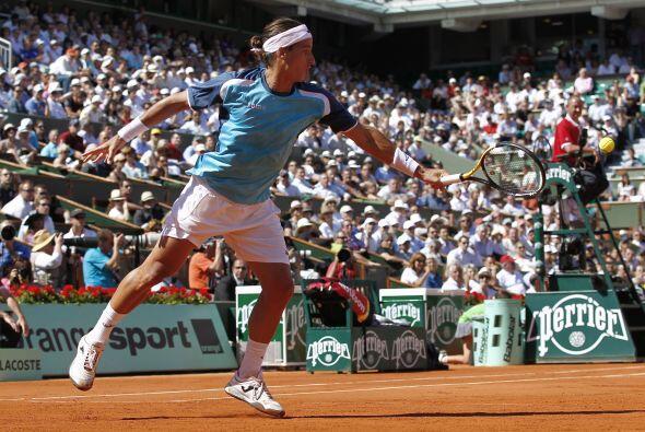 Pero Federer se impuso por 6-3, 6-4 y 7-6 (7/3) a López (foto), quien co...