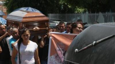 Funeral de una de las personas muertas en Tanhuato, Michoacán.