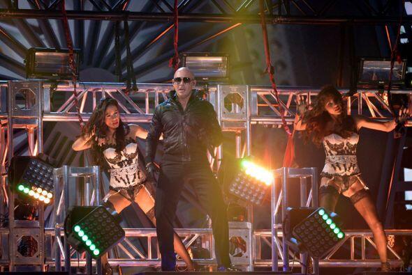 Pitbull cantó junto a Don Miguelo y Austin Mahone en Premios Juventud 2014.