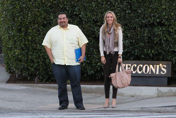 El actor de telenovelas fue pillado saliendo de un restaurante en Los Án...