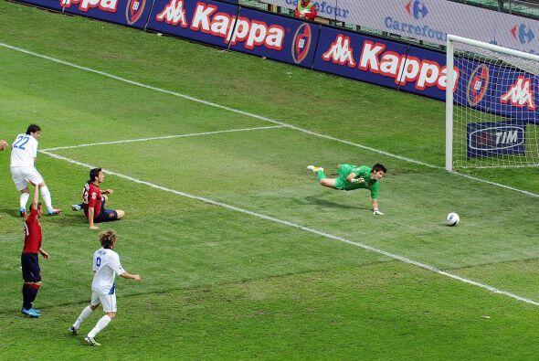 El argentino Diego Milito marcó el empate parcial, sigue en racha y sueñ...
