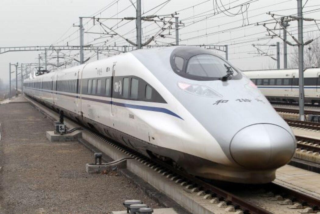 El gobierno chino inauguró el miércoles la línea férrea de alta velocida...