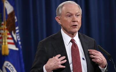 ¿Qué puede haber detrás de la reunion del fiscal Jeff Sessions con el em...