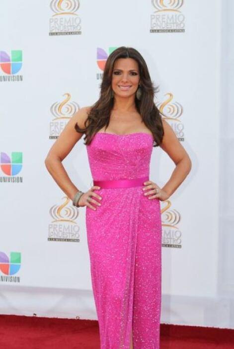 Bárbara Bermudo lució increíble con un vestido en color fucsia, al igual...