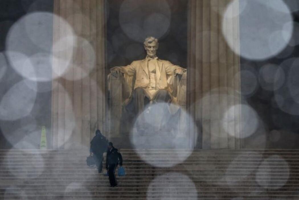 El monumento a Abraham Lincoln se cubre de blanco.