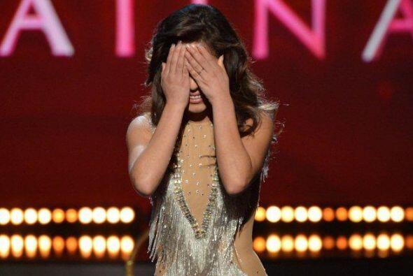 Las lágrimas recorrieron su lindo rostro, y no le importó que el maquill...