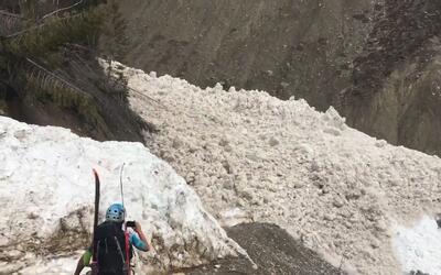 Una avalancha sorprende a unos alpinistas en las Montañas Rocosas de Canadá