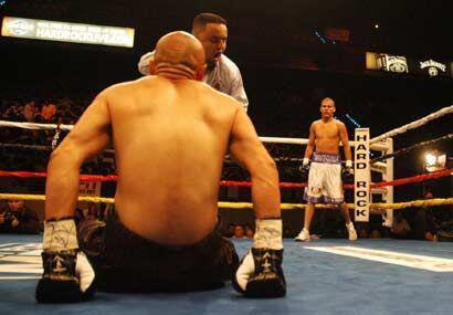 Tres veces envió González a su rival a la lona en el mismo primer asalto.