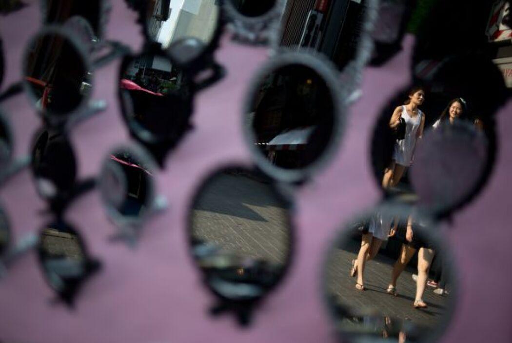 Romper un espejo y verse en él para los supersticiosos es lo peor q...